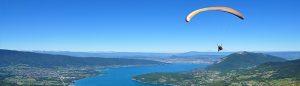 Parapent sur le lac d'Annecy