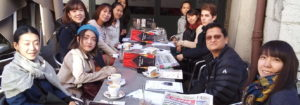 Les étudiants au café lors du Retour des Alpages