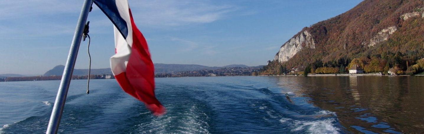 Croisière : le sillage du bateau près de Veyrier