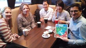 Le groupe au café