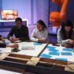 Les étudiants fabriquent des robots à partir de cubes multi-fonctions