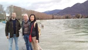 Les étudiants au bord du lac d'Annecy